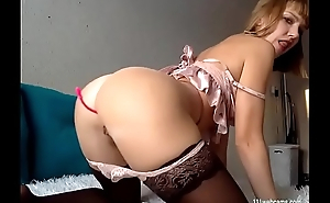 XXX amateur MILF camgirl showing her big ass on webcam