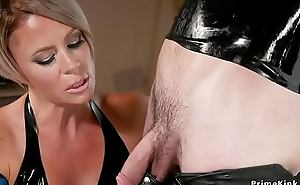 Milf blonde submits be ahead of in ribber serve